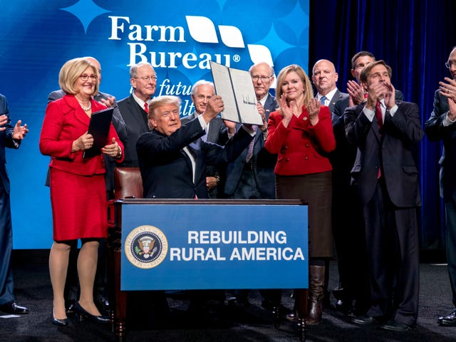 Donald Trump's Executive Orders on 'Great, Great' Rural Broadband Don't Really Do Anything