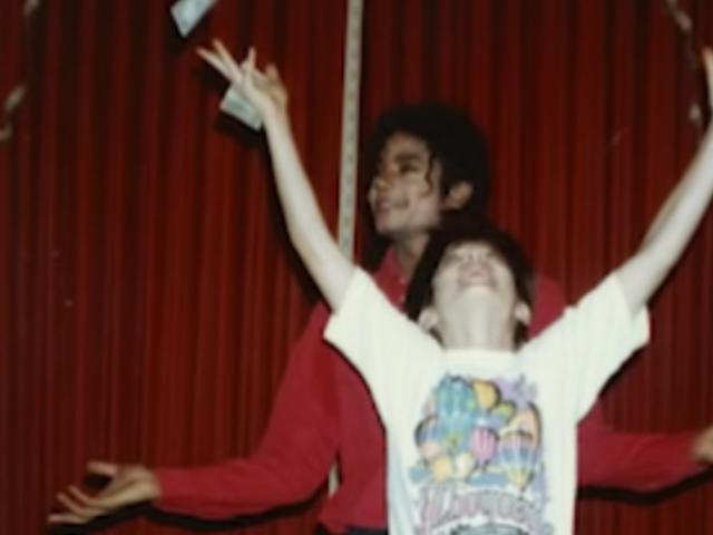<i>Leaving Neverland</i> के मुख्य विसंगति का आरोप लगाते हुए, माइकल जैक्सन एस्टेट मुद्दे बयान [अद्यतन]