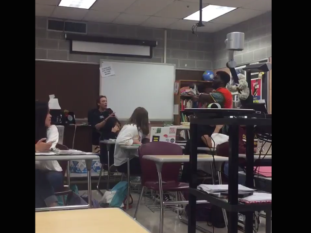 'Det er racistisk som skidt': Studerende konfronterer White La. Skolelærer, der insisterer på at bruge N-Word