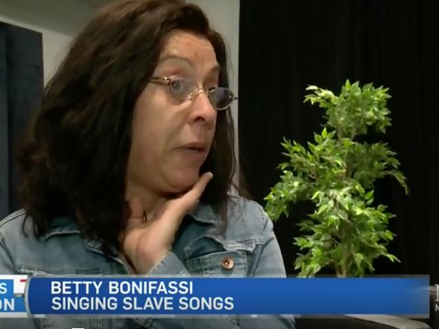 """New Hit Musical Features Une femme blanche et un casting blanc chantant des """"chansons esclaves"""""""