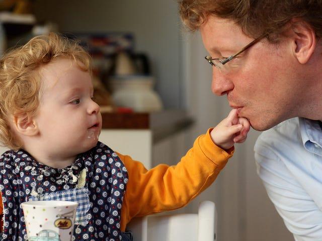 あなたが子供を育てたいなら、男性は職場文化を再発見するのが悪い