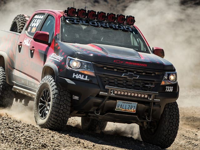Hell Yeah Το Chevy Colorado ZR2 πηγαίνει Off-Road Racing