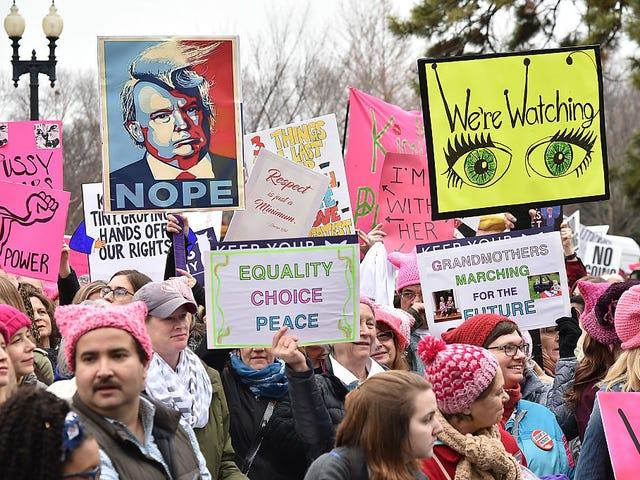 มีนาคมของผู้หญิง: ฝูงชนจำนวนมากเข้ายึดครอง DC และเมืองทั่วประเทศ