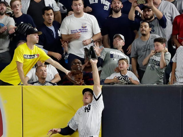 Here, Enjoy Some Wire Photos Of Aaron Judge Robbing A Home Run (And Ballhawk Zack Hample)