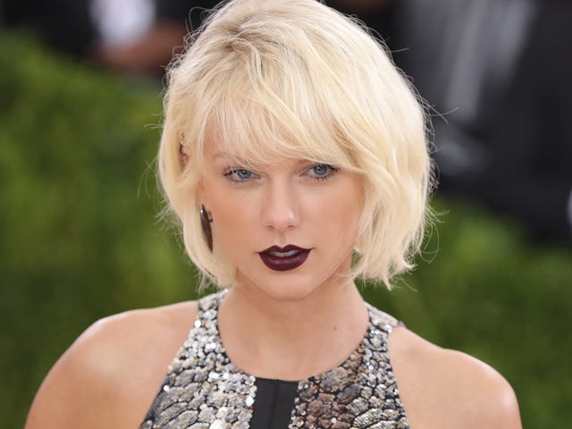 Taylor Swift Takes The Stand in Groping Trial
