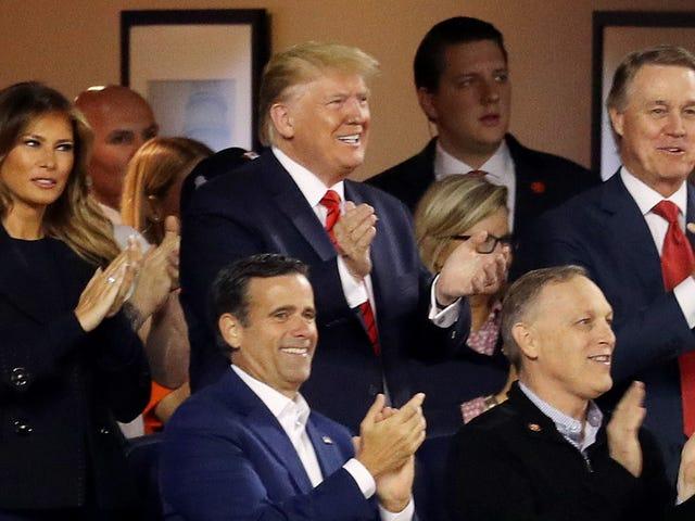 Rejoignez-moi pour observer de près le visage de Melania pendant que le président Trump se fait huer aux World Series