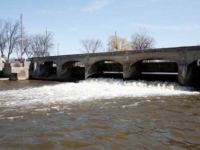 Flint Water Crisis Worsens, City Spills 2 Million Gallons of Sewage Into Flint River