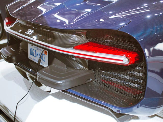 Här är The Bugatti Chiron's Tacked-On American-Market Bumper Lumps