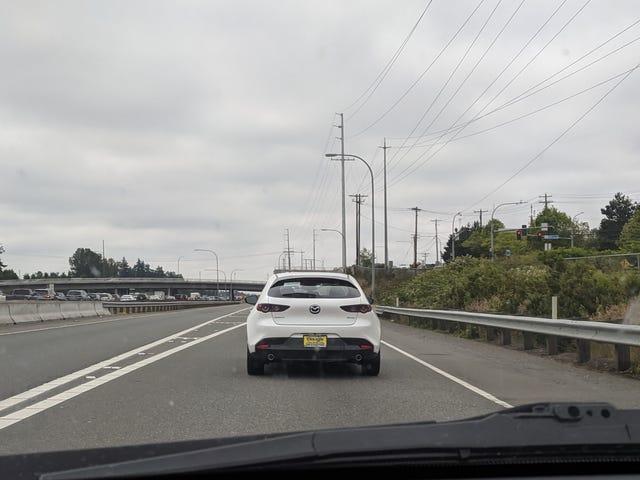 新款马自达3掀背车:如果松饼顶部是一辆车。