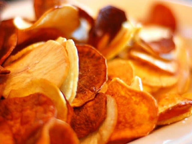 Tee helpot, herkulliset makeiset perunalastut mikroaaltouunissa