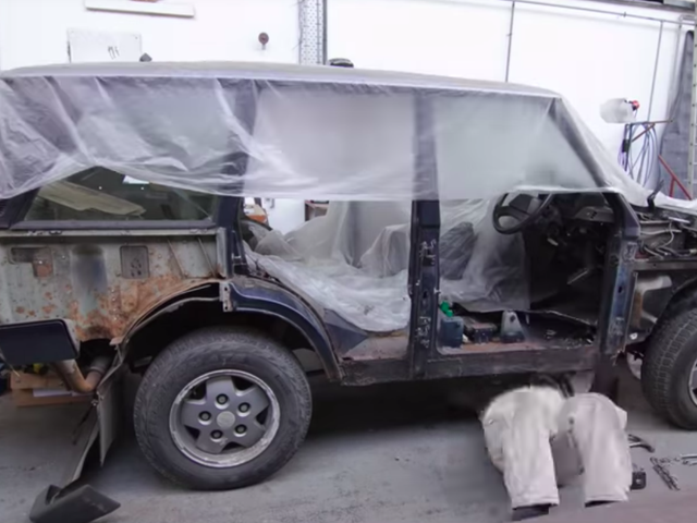 This Stop-Motion Video Of A Guy Fixing His Range Rover's Rusted-Out Body Is Mesmerizing