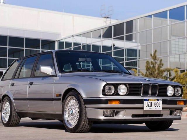 Với mức giá 35.000 USD, chiếc BMW 318i S54-Imbued 1990 này đang tham gia Chén Thánh hay chỉ là Holy Cow?