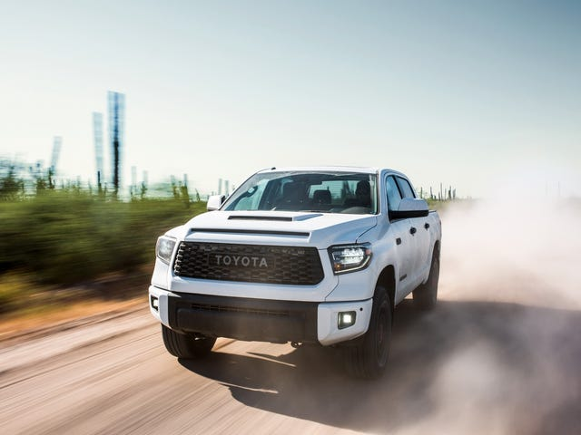 The 2019 Toyota Tundra TRD Pro Hanya $ 900 Lebih Murah Daripada Sebuah Raptor Ford