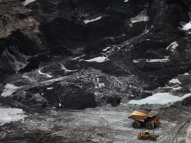En una sorprendente inversión, la compañía se da cuenta de que su proyecto gigante de arenas petrolíferas es una inversión pobre