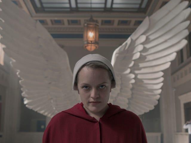 Kami meninggalkan kisah Handmaid di belakang untuk tahun ini, serta pemikiran Elisabeth Moss pada musim ini