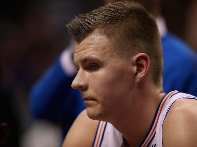 Dallas Mavericks Star Kristaps Porzingis anklaget for at slå, rappe sort kvinde