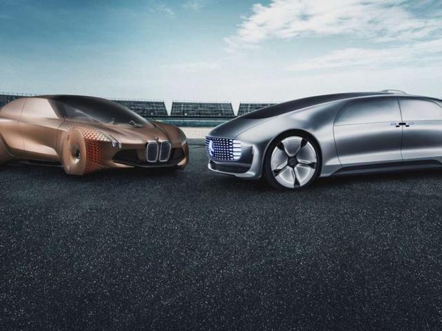 BMW og Mercedes er sammen med styrker, men sverger for å forbli voldsomme fienden