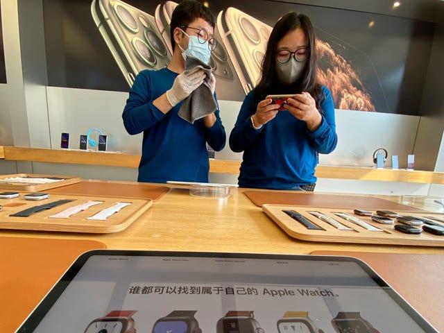 Apple ने जीनियस को बताया कि वे चीन में कोरोनोवायरस शटडाउन के लिए iPhones पर कम रन कर सकते हैं