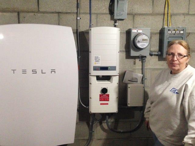 Het ongelooflijke cijfer dat een gezin met Tesla-batterijen op de elektriciteitsrekening heeft weten te besparen