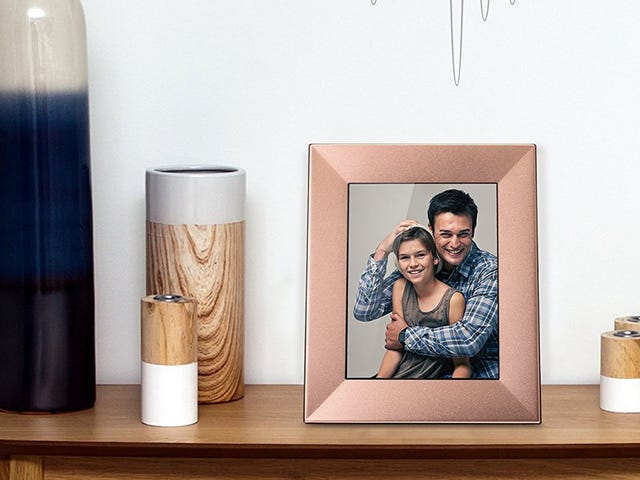 Save Nearly $60 On the Best Digital Photo Frame For the Holidays