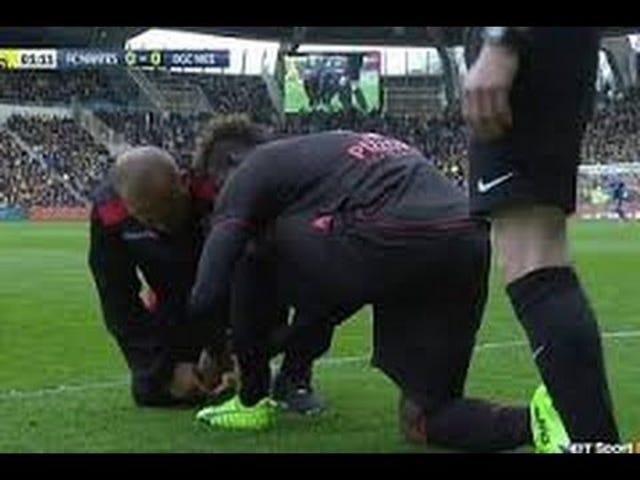 มาริโอ Balotelli พลาดการเริ่มต้นของการแข่งขันเพราะเขาผูกรองเท้าของเขาแน่นเกินไป