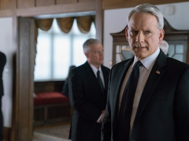House Of Cards bottles up its characters to scheme and conspire