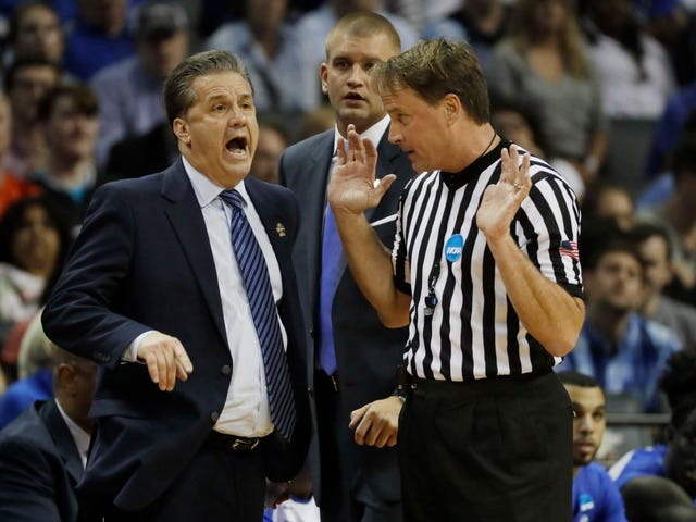 Bad Kentucky Fans Flood Referee's Business With Negative Reviews