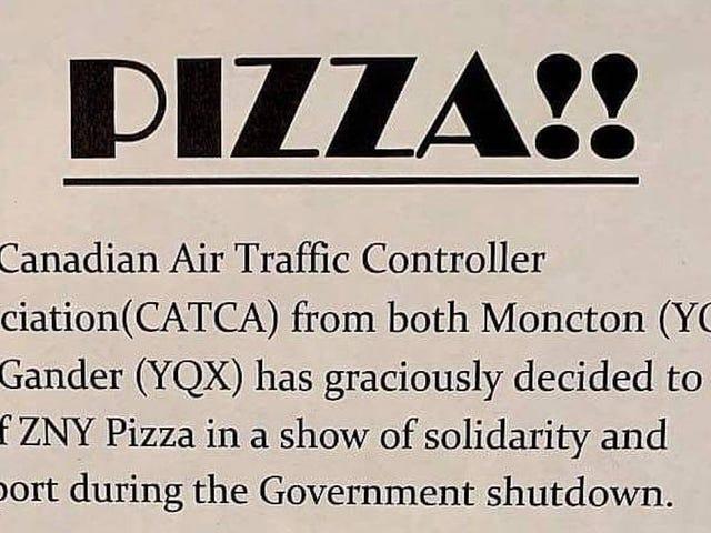 Canadese luchtverkeersleiders stuurden hun Amerikaanse tegenhangers Sympathy Pizza