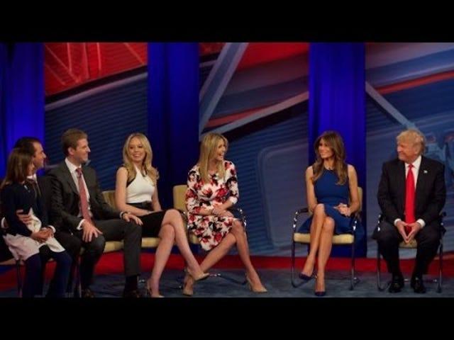 ¿Por qué CNN está haciendo estos anuncios de campaña suaves, encantadores y enteramente gratuitos para los candidatos republicanos?