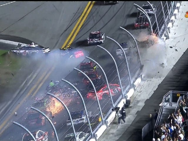 Daytona Finish heeft een enorm, gruwelijk wrak