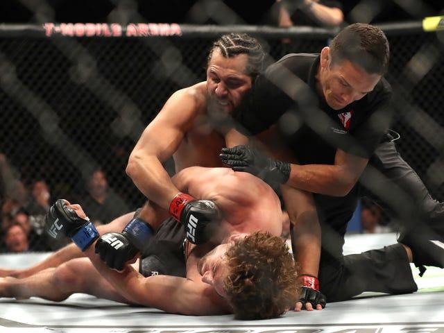 Jorge Masvidal บันทึกสิ่งที่น่าพิศวงได้เร็วที่สุดในประวัติศาสตร์ UFC พร้อม Flying Flying ถึงกะโหลกศีรษะของ Ben Askren