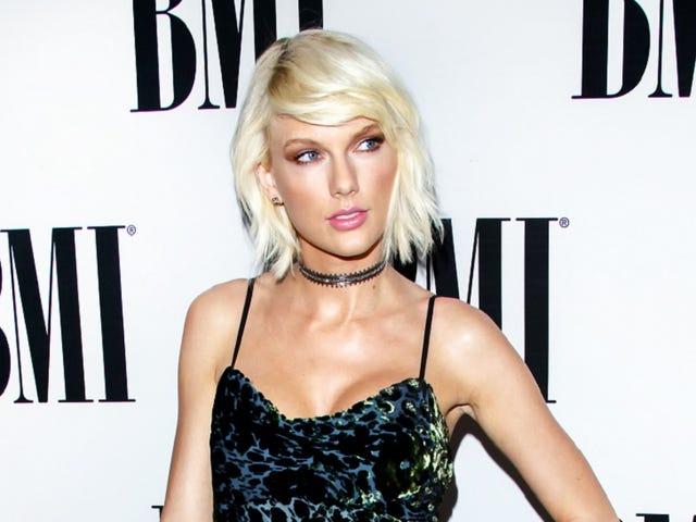 Taylor Swift Fan se présente à son domicile pour proposer, commence à pleurer à cause de Hiddleswift