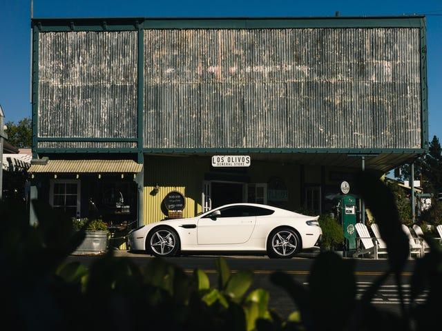 Wallpaper: Aston Martin V8 Vantage GTS