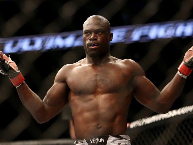"""UFC战斗机乌里亚音乐厅遭遇""""轻微心脏病""""和""""迷你癫痫"""""""