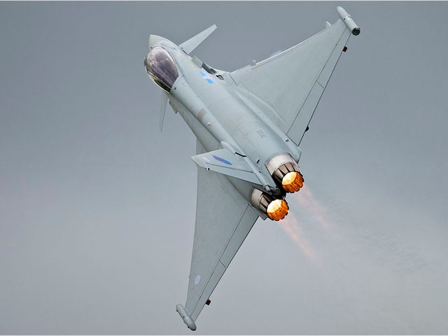Cómointerceptaun Eurofighter Typhoon de la OTAN a un bombardero ruso
