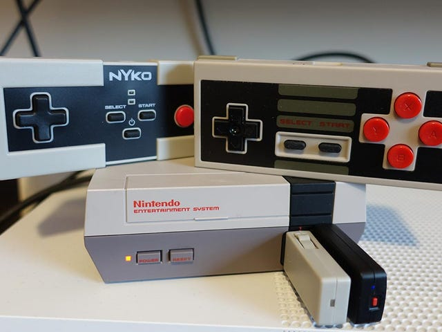 The NES Classic Is So Much Better With a Wireless Controller<em></em>
