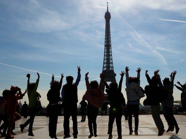 लगभग 2 मिलियन लोग साइन ऑन फ्रांस को क्लाइमेट इनएक्शन पर मुकदमा करने के लिए कहते हैं