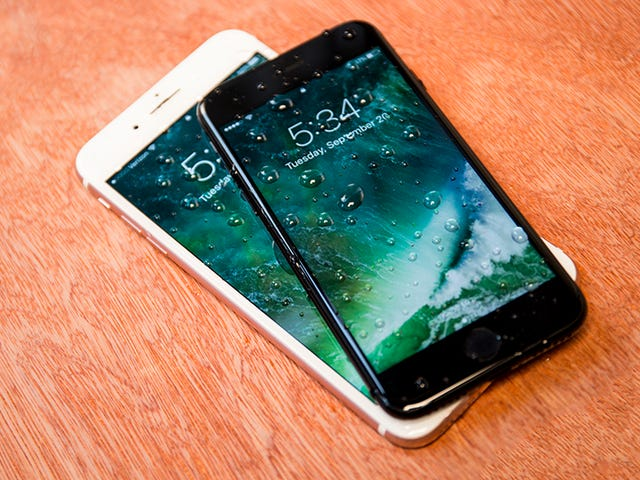 Menggunakan iPhone 7 anda di Pancuran Adakah Simbol Status Terkini