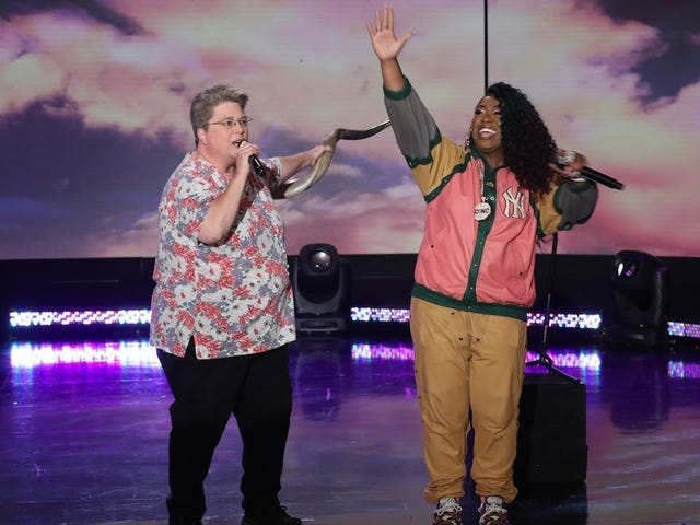 """<a href=""""https://news.avclub.com/missy-elliot-rapped-work-it-with-that-karaoke-lady-1829039811"""" data-id="""""""" onClick=""""window.ga('send', 'event', 'Permalink page click', 'Permalink page click - post header', 'standard');"""">Missy Elliot rapped """"Work It"""" with that karaoke lady</a>"""