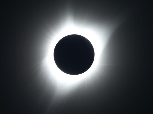 Πώς να παρακολουθήσετε την ηλιακή έκλειψη της 2 ης Ιουλίου από οπουδήποτε στον κόσμο
