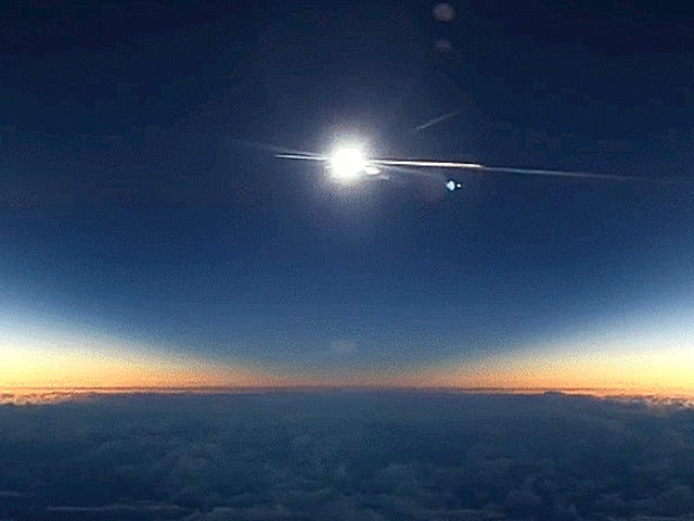 Écoutez un astronome perdre son esprit en regardant une éclipse d'un avion