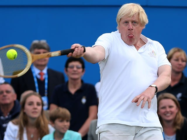 Εδώ είναι ο Επόμενος Πρωθυπουργός του Ηνωμένου Βασιλείου Μπόρις Τζόνσον που κάνει αθλήματα