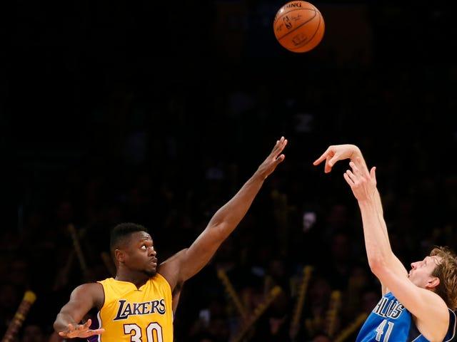 Dirk acerta Jumper Game-Winning, Obtém o Kobe Pat De Aprovação
