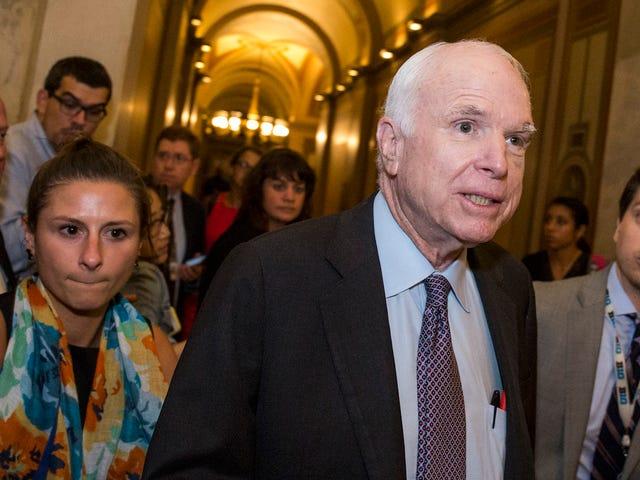 Demócratas y mujeres republicanas salvaron su atención médica, no John McCain