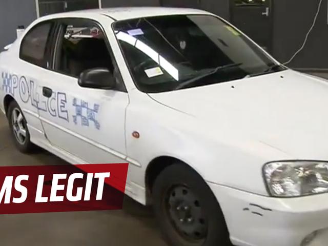 オーストラリアの女性は警察の注意を避けるために最悪の方法を発見
