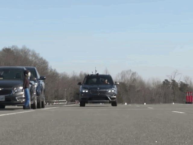 Автоматична система аварійного гальмування BMW X1 страшна: IIHS