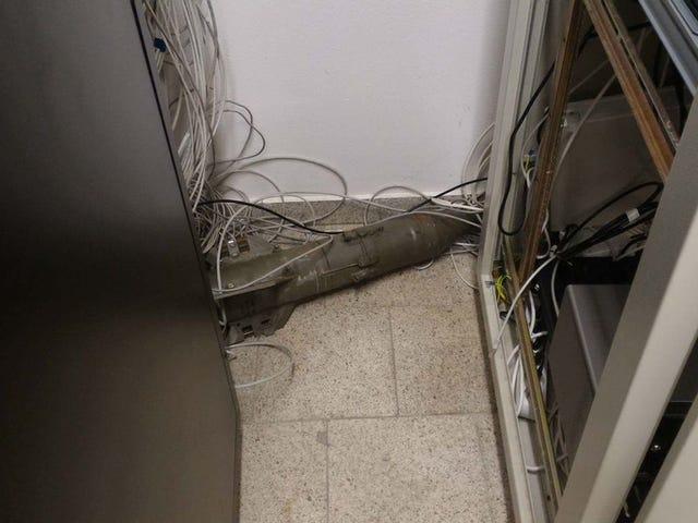 Encuentra un misil soviético en una sala de servidores, narra la evacuación del edificio... y engaña a medio Internet