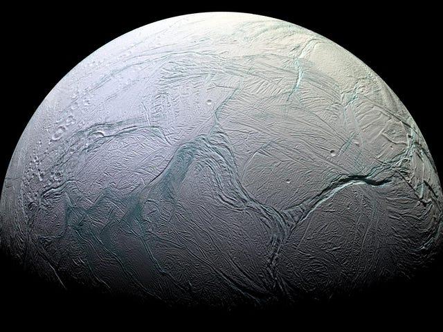 NASA potwierdza, że ocean Enceladus ma cząsteczki organiczne niezbędne do życia