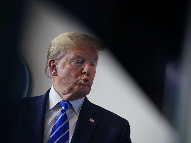 Trump đề nghị nuốt bóng đèn và bắn chất khử trùng để tiêu diệt virus coronavirus. Chúng tôi Finna chết