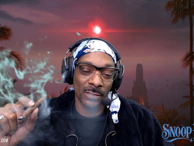 Twitch reage a Snoop Dogg aparentemente fingindo jogar um jogo <em></em><em></em>
